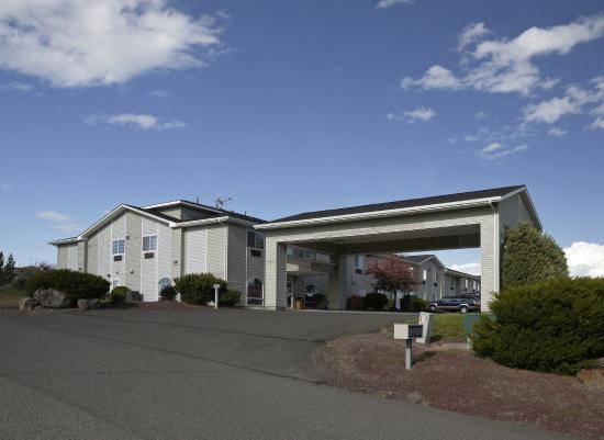 Eagle's View Inn & Suites: Front entrance
