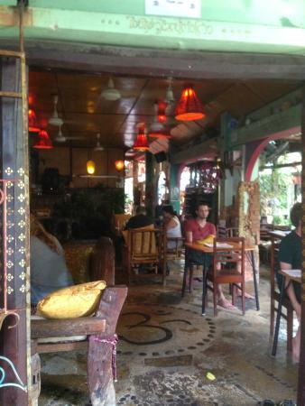 Shanti Lodge: inside restaurant