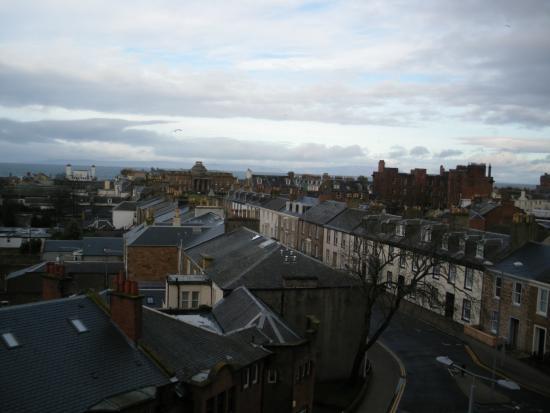 Mercure Ayr Hotel : vue de la chambre côte rue et mer.(Bruyant)