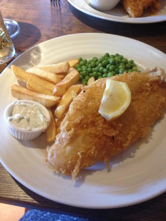 The Red Lion: Very British fish and chips! Lunch time special, must have!