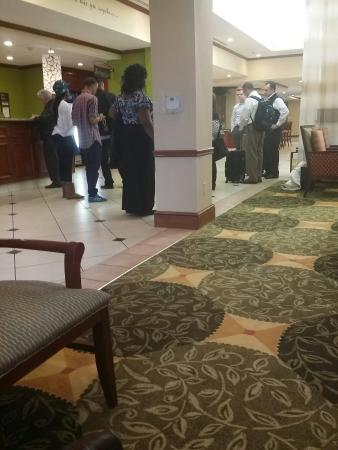 Hilton Garden Inn Shreveport: Only one guest service agent and a manager that refused to help check in.