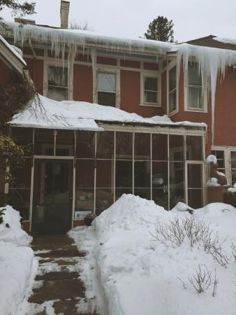 Ellwanger Estate: Guest entrance.