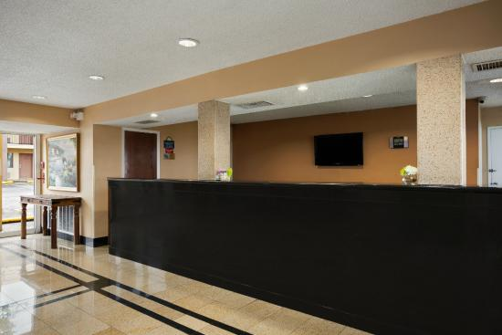 Days Inn Irving: Lobby Reception