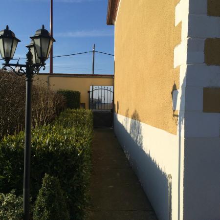 Logis Auberge des Moissons : Front Entrance