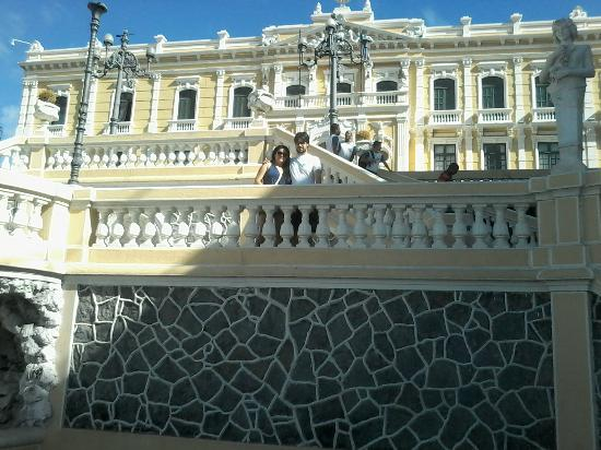 Hotel Prata: escadaria do Palácio do Governo próximo ao hotel