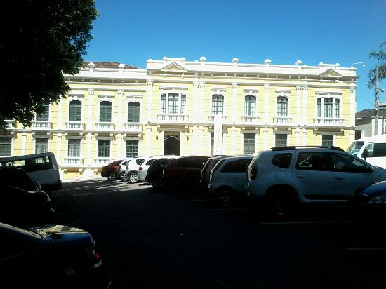Hotel Prata: Lateral do Palácio do Governo próximo ao hotel