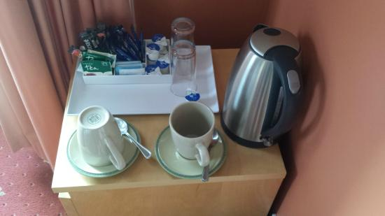 Dumfries Villa: Room 5 (mismatched mugs and saucers)