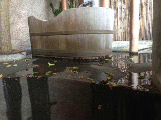Thipwimarn Resort: The leaking bathrub