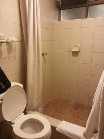 Hotel Sierra Madre: shower