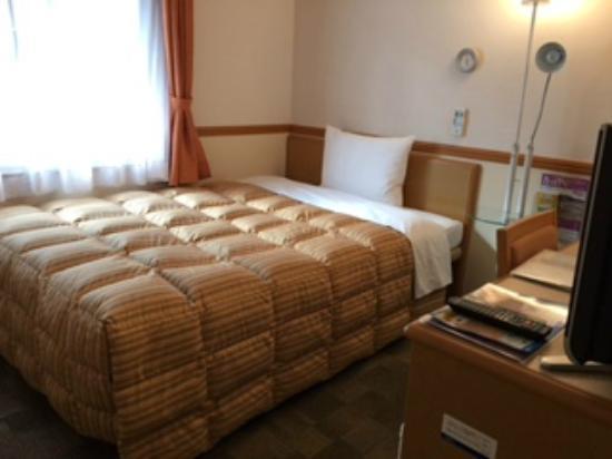 Toyoko Inn Yodoyabashi-eki Mimai: 一人で寝るには十分な広さ