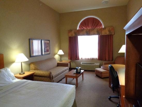 Canalta Hotel Provost: Modern Rooms!