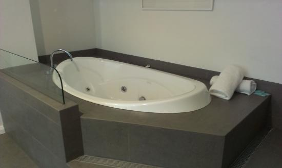 Citadines St Georges Terrace Perth : Spa Bath