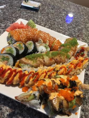 Momiji Japanese & Chinese Restaurant : Great platter of amazing sushi rolls!