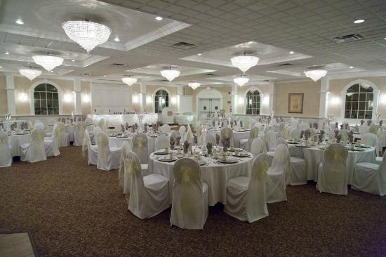 BEST WESTERN PLUS Mariposa Inn & Conference Centre: Banquet hall, seats 120 guests comfortably. simple and elegant