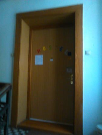 Hostel Parliament: Entrance door in Hostel 3.floor