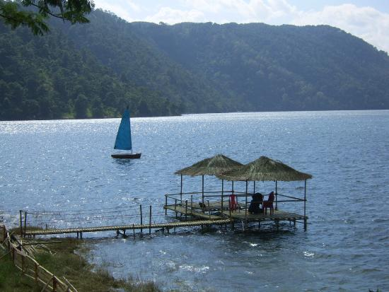 Orchid Lake Resort: Down to the lake