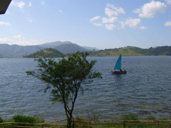 Orchid Lake Resort : Sailboat on the lake