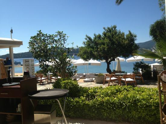 No 81 Hotel: Hier frühstückst du gern mit Blick aufs Meer.
