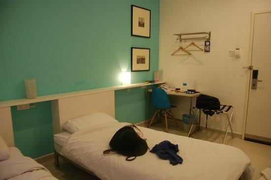 hangout@jonker: My room with twin beds