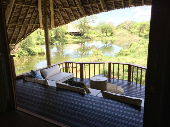 Finch Hattons Luxury Camp : Room outside lounge area overlooking a pond