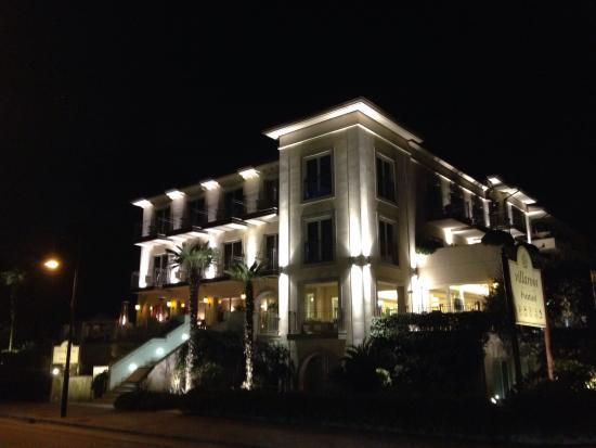 Visione notturna dell' Hotel Villa Rosa