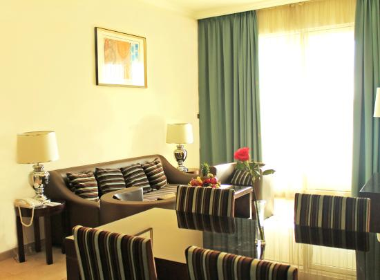 Marmara Hotel Apartments: Suite Living Room