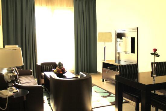 Marmara Hotel Apartments: Suite Living Room