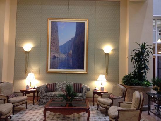 Sitting area lobby ( free lemonaid coffe tea hot choc etc)