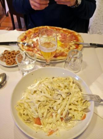 restaurant pizzeria de la source dans clamart avec cuisine italienne. Black Bedroom Furniture Sets. Home Design Ideas