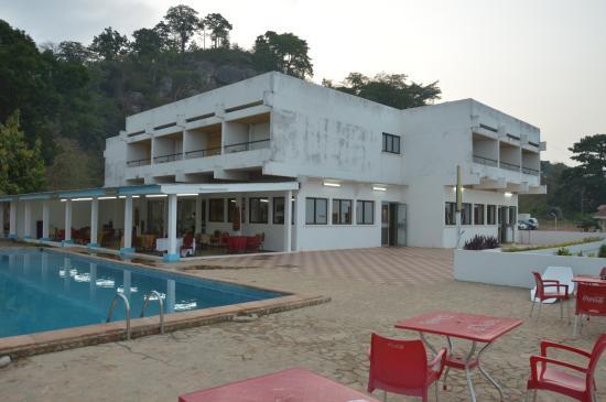 Man, Elfenbenskysten: Piscine et terrasse