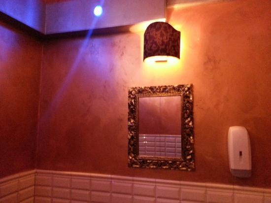 bagni con ottima ambientazione e luci soffuse - Foto di Babylon ...