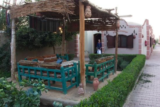 Al Baeirat Hotel : Vue du bungalow et du jardin privé.