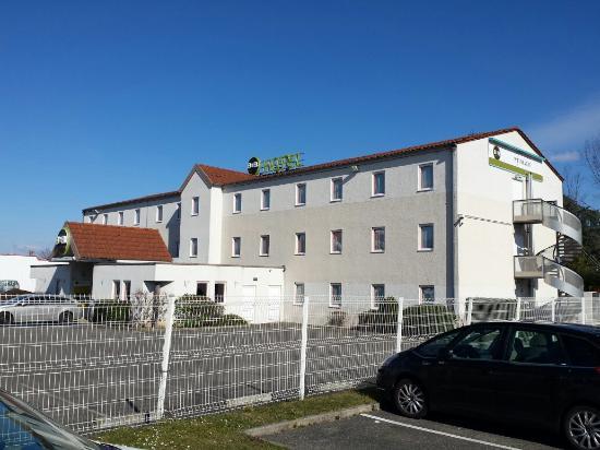 B&B Hôtel Colmar Vignobles Ouest: Vue exterieure