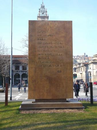 Monumento al Partigiano: Monumento