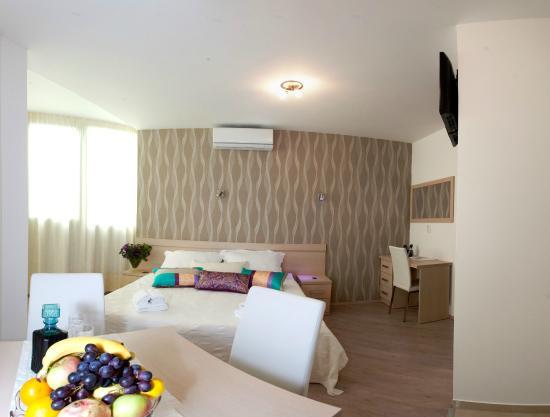 Emanuela Emanuel Apartments Apartment