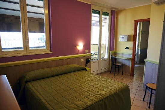 Hotel Arco Romana : Double Bed