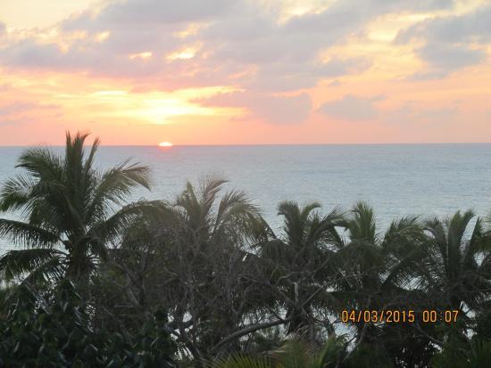 Rainbow Inn: SUNSETTING OVER CARIBBEAN