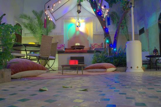 Riad Aguerzame: Atrium