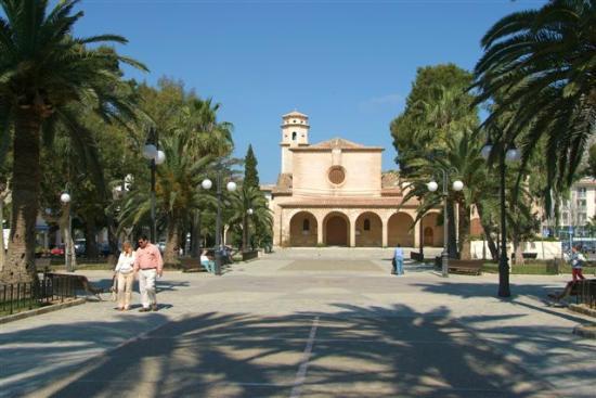 Port de Pollenca, Spanien: Iglesia y Plaza