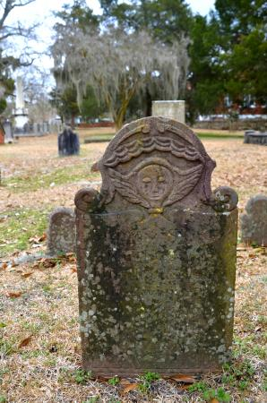 New Bern Tours & Convention : Tombstone in Cedar Grove Cemetary