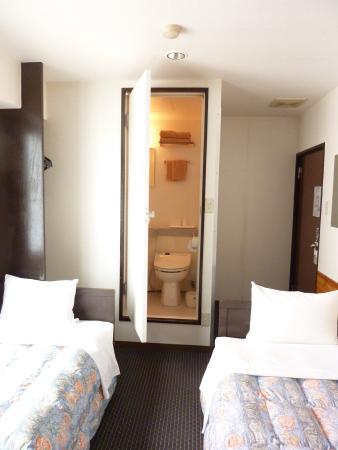 Otsuka City Hotel : 広いというほどではないけど2段ベッドとかではない