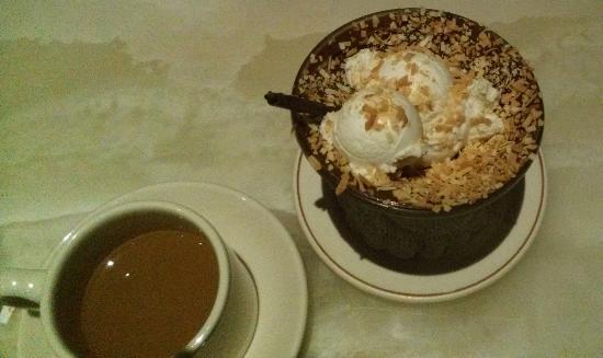 Daniel's Broiler : coconut sundae