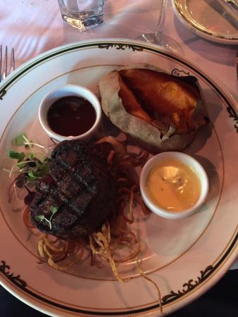 EB Green's Steakhouse: Filet Mignon