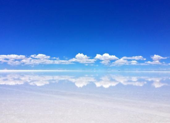 A Beautiful View Of The Mirror Of The Sky Salar De Uyuni