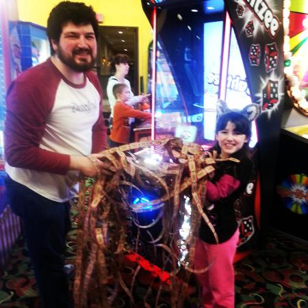 Scotrun, Pensilvanya: Biggest brother..littlest sister= Arcade Winners!