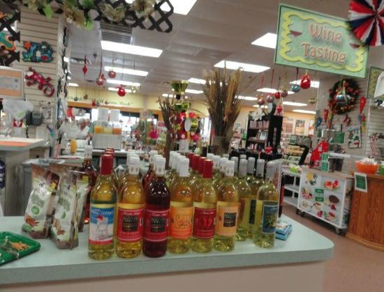 Bradenton, FL: Wine Tasting daily.