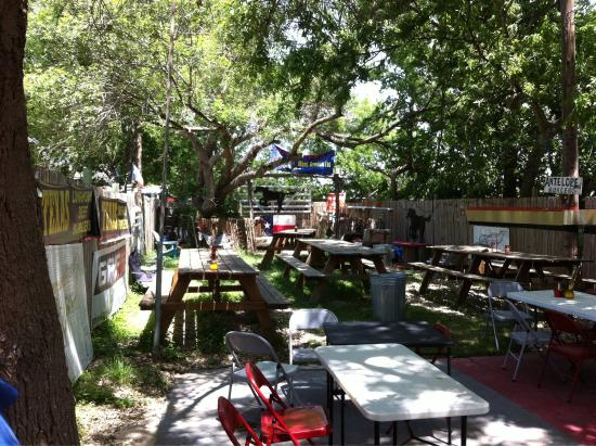 Del Valle, Teksas: Bubbas backyard & bandstand