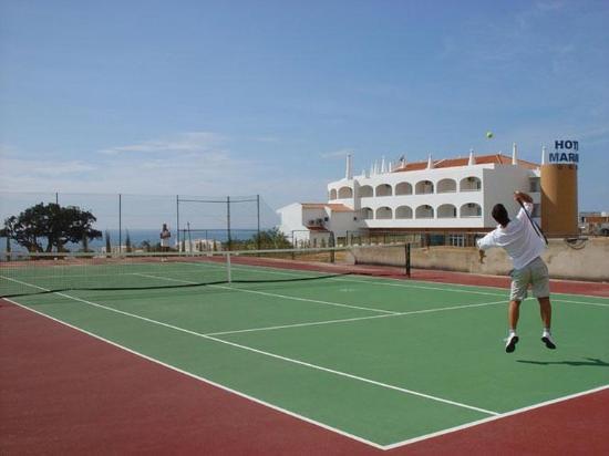 Hotel Maritur : Tennis court
