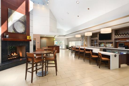 HYATT house Charlotte Airport: HBAR