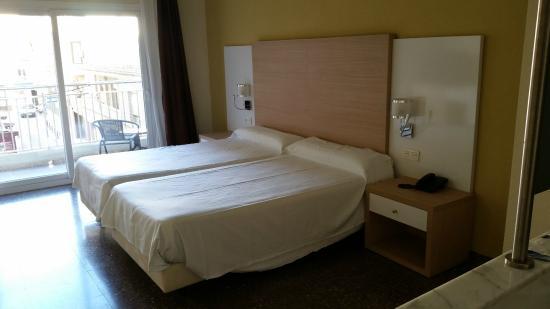 Hotel Fontana Plaza: Habitación